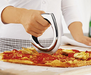 Rosle Pizza Wheel : Snazzy Slicer