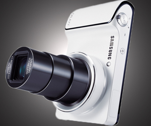 Samsung Galaxy Camera : Runs Android